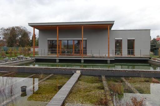 """Pasivní dům """"nad vodou"""""""